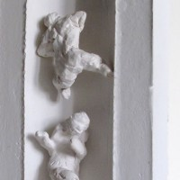 Figures in a niche, plaster